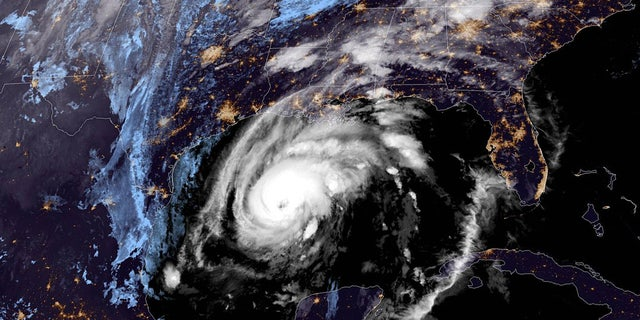 Hurricane Zeta can be seen over the Gulf of Mexico on Wednesday, 10 월. 28, 2020.