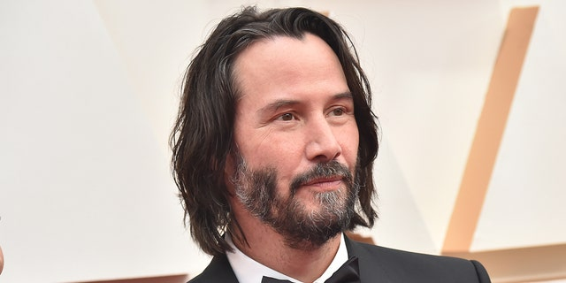 Keanu Reeves chopped his long hairdo.