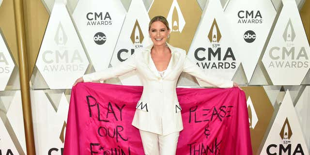 Jennifer Nettles was honored with the first-ever CMT 'Equal Play Award' on Wednesday at the 2020 CMT Awards.