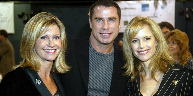 Olivia Newton-John, 剩下, told Fox News John Travolta is 'doing as well as he can be' following the death of wife Kelly Preston, 对. (Photo by Frazer Harrison/Getty Images)