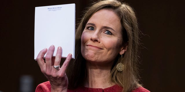 Amy Coney Barrett answers questions at confirmation hearing without notes,  holds up blank notepad | Fox News