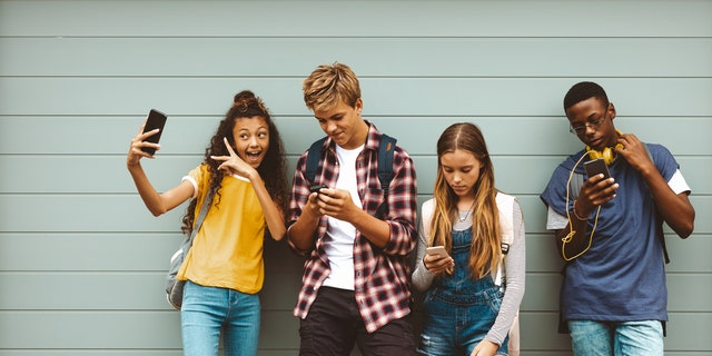 """American teens still like Chick-fil-A, Starbucks, Chipotle, Dunkin' and McDonald's, according to Piper Sandler Companies' 40th """"Taking Stock With Teens"""" survey. (iStock)"""