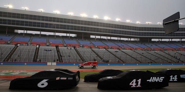 Weather halts Cup race in Texas at 52 laps with heavy mist