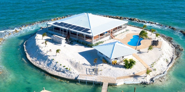 Friendsgiving Island includes a 5,000-square foot home with three bedrooms and two bathrooms, as well as a veranda, boat dock and a helicopter pad. (Hotels.com)