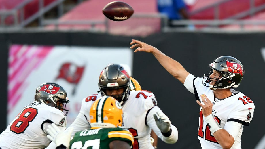 Tom Brady plays against son of former college teammate in Bucs-Packers game