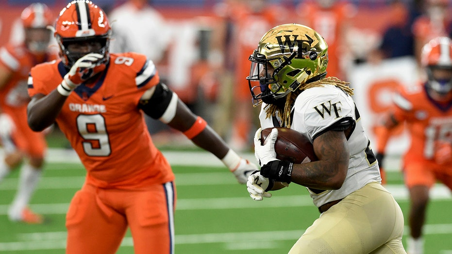 Wake Forest wins 4th straight, overpowers Syracuse 38-14
