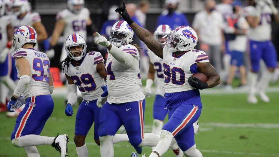 Bills remain undefeated, top Raiders in Las Vegas, 30-23