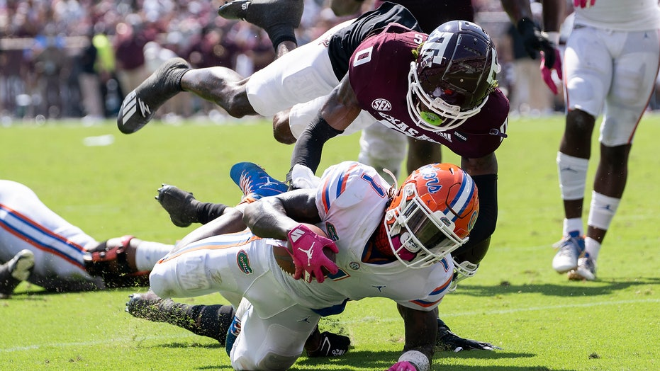 Texas A&M's Bobby Brown injures knee while celebrating sack vs. Florida
