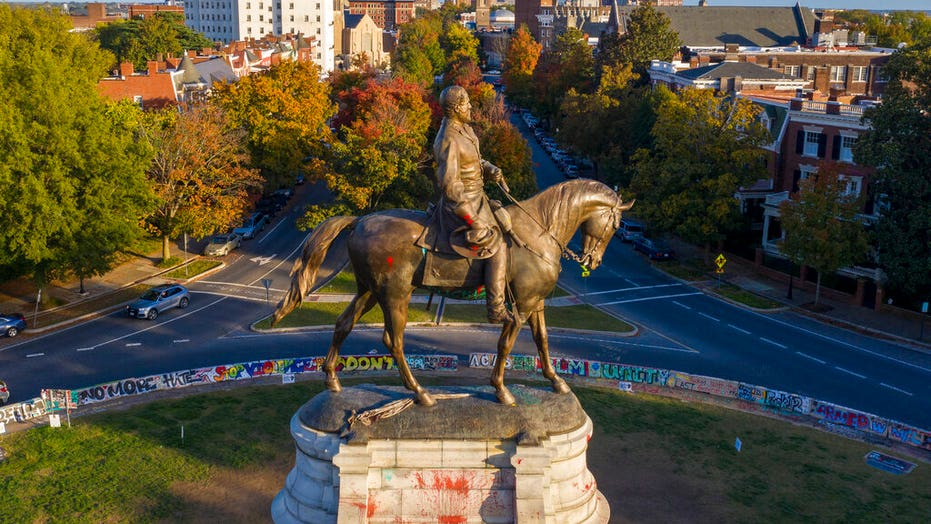 Judge opens path for removal of Richmond's Robert E. Statua di Lee