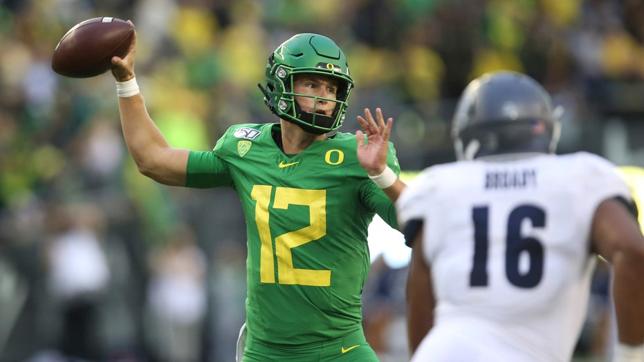Oregon looks to Tyler Shough to replace Justin Herbert