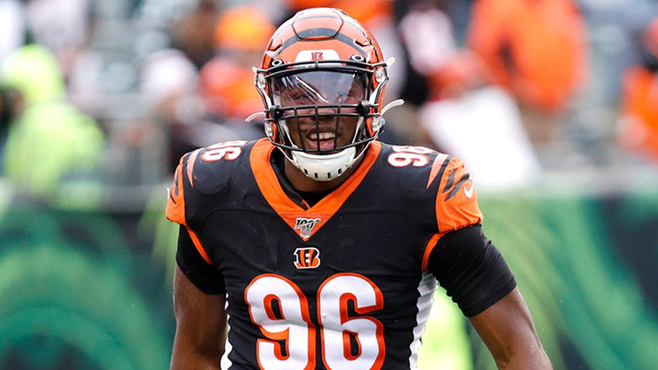 AP sources: Seahawks land Carlos Dunlap from Cincinnati