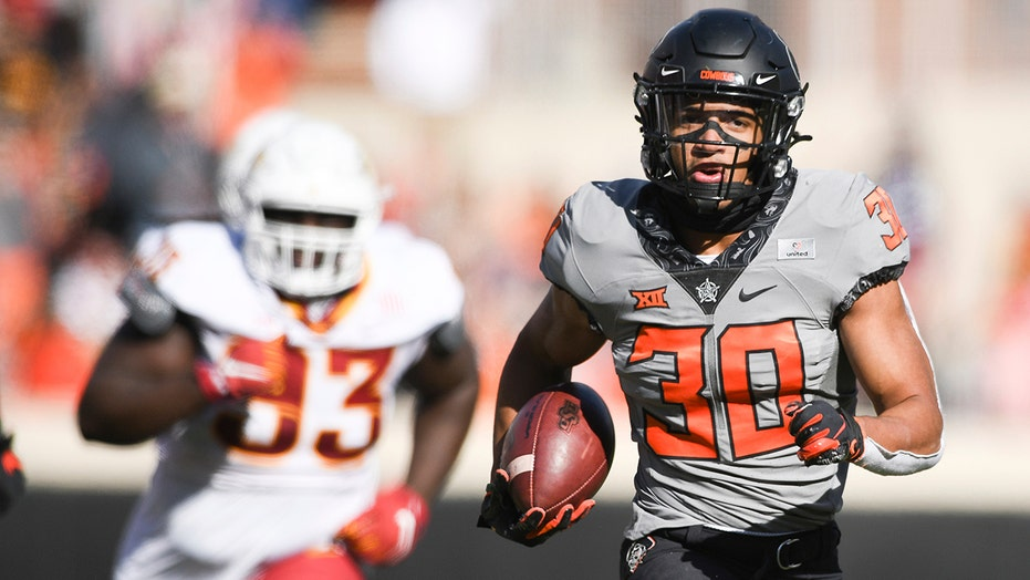 Sanders, Hubbard lead No. 6 Oklahoma St. past Iowa St. 24-21