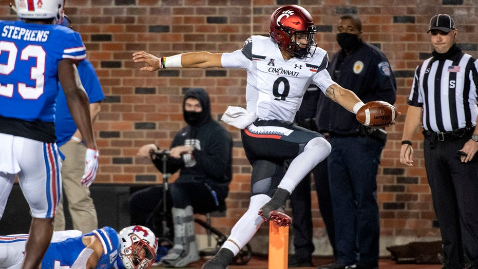 Ridder runs, passes No. 19 Cincinnati past No. 16 SMU, 42-13