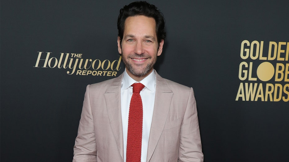 Paul Rudd hands out cookies to New Yorkers waiting in the rain