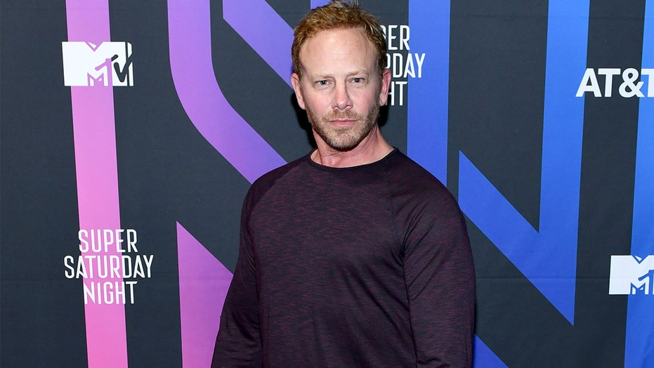 '90210' star Ian Ziering reflects on iconic show 30 years later: 'It's the gift that keeps on giving'