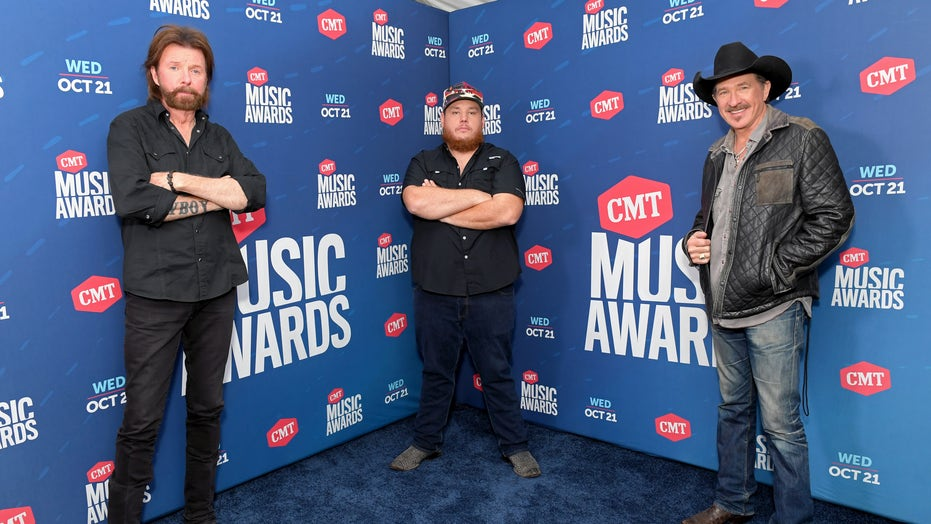 2020 CMT Music Awards kick off with Brooks & Dunn and Luke Combs performance