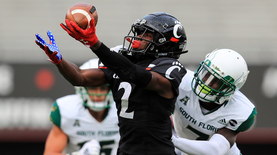 No. 15 Cincinnati rolls past South Florida, 28-7