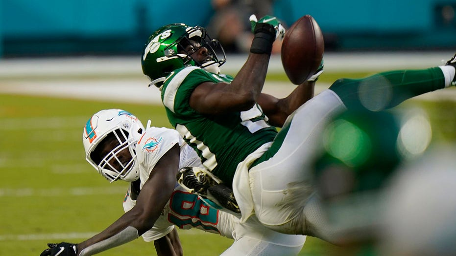 Jets' Marcus Maye uses his butt to secure interception amid blowout loss vs. Dolphins