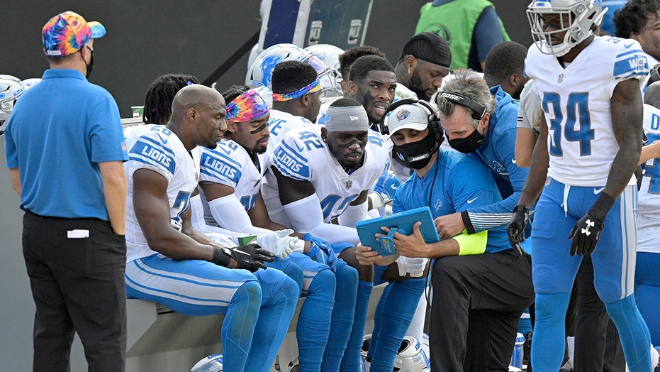 NFL recommends some sideline players wear masks during games