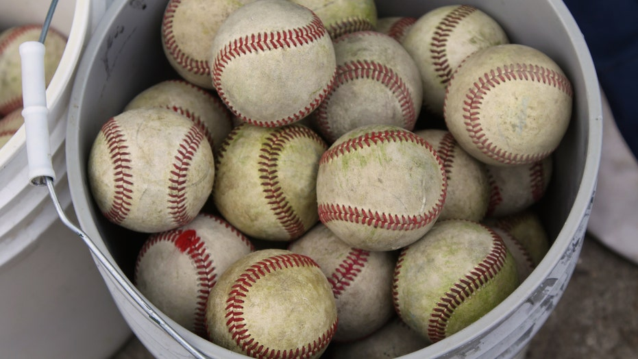 Grandfather's note about family with free baseballs melts Twitter users' hearts: 'Cherish these times'