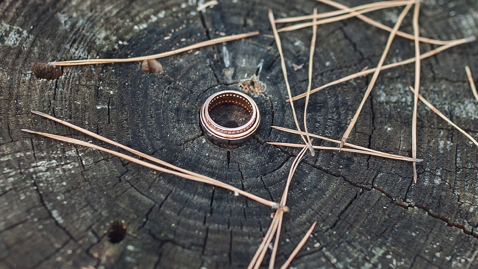 Man finds fellow hunter's wedding ring lost in the woods, 8 years later