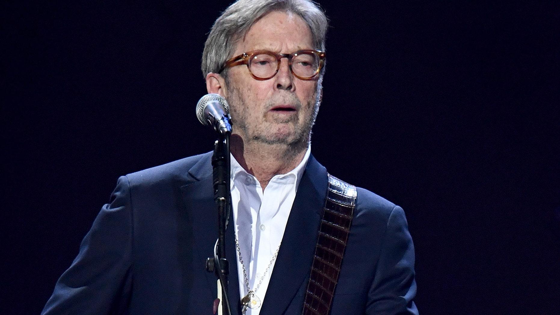Eric Clapton zegt dat hij niet zal spelen op locaties waar een vaccin tegen het coronavirus vereist is