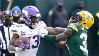 Cook's 4 TDs help Vikings knock off Packers 28-22