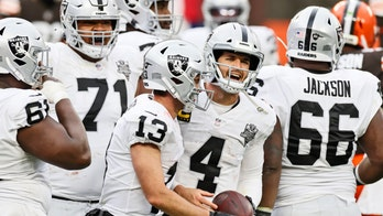 Carr, Raiders overcome windy, wintry weather to down Browns