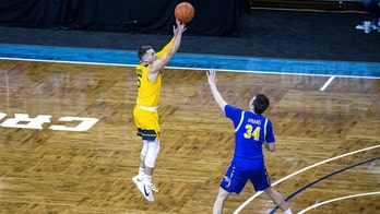 No. 15 West Virginia holds off South Dakota State 79-71