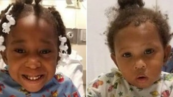 Man whose young daughters found alone in Chicago thought mom was watching them