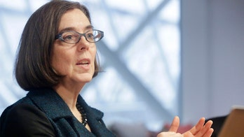 Oregon governor urges residents to 'uninvite' family for Thanksgiving