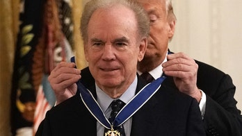 Cowboys legend Roger Staubach on Veterans Day: 'Our military should get an extra hug'