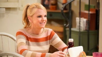 'Mom' returns for new season, writes off Anna Faris from show
