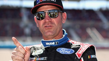 Clint Bowyer wanted to wreck nearly everyone at NASCAR's Phoenix finale, here's why