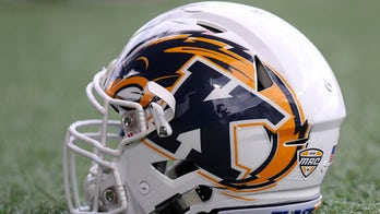 Crum passes for 4 TDs in 1st half, Kent State wins 62-24