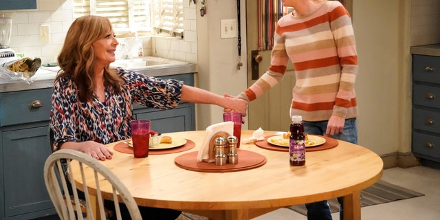 Pictured (L-R): Allison Janney as Bonnie and Anna Faris as Christy.