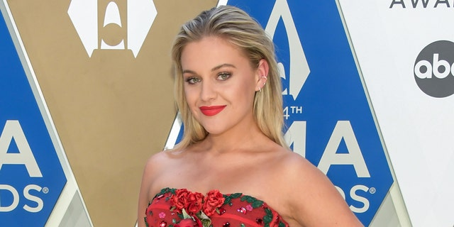 Kelsea Ballerini (Kelsea Ballerini) appeared on the CMA's red carpet, shutting down speculation about pregnancy.  (Photo courtesy of Jason Kempin / Getty Images for CMA)