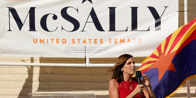 Arizona Republican Sen. Martha McSally campaigned at Republican Headquarters on Monday, November 2, 2020, in Phoenix.  McSally is running with Democratic candidate Mark Kelly in tomorrow's election.  (Photo AP / Ross D. Franklin)