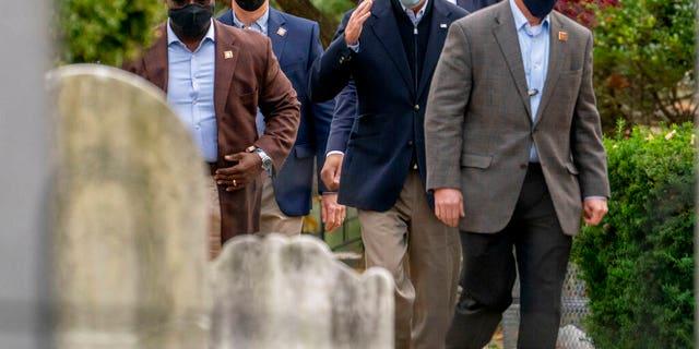 President-elect Joe Biden arrives at St. Joseph On the Brandywine Roman Catholic Church, 일요일, 11 월. 15, 2020, in Wilmington, 의.