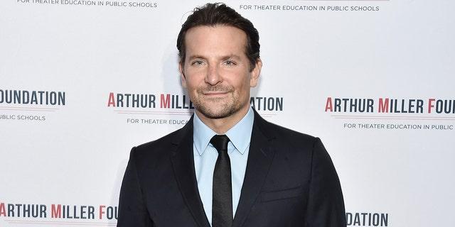 Bradley Cooper staar in 'n stemgeregtigde PSA vir sy tuisland Pennsylvania.