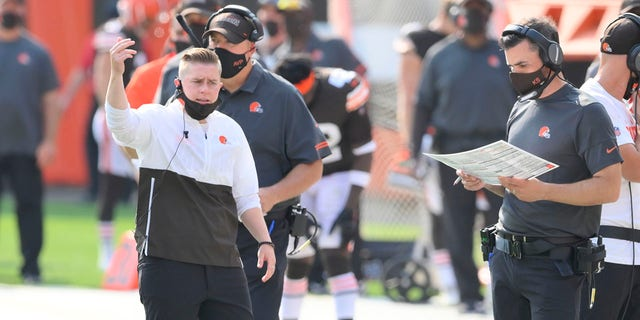 This September 27, 2020 photo file shows Cleveland Brown's Chief of Staff Callie Brownson, left, reacting on the sidelines during an NFL football game against the Washington Football Team in Cleveland.  (AP Photo / David Richard, File)
