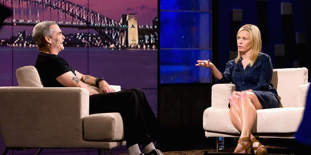 Chelsea Handler interviewing Henry Rollins during a 2011 edition of 'Chelsea Lately.' (盖蒂图片社)