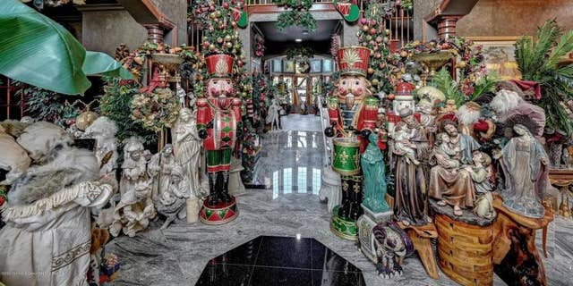 A mansion in Colts Neck, New Jersey, is filled with Christmas decor. (Courtesy of Robert DeFalco Realty/Guy Argenzio of Realty Photo Media)