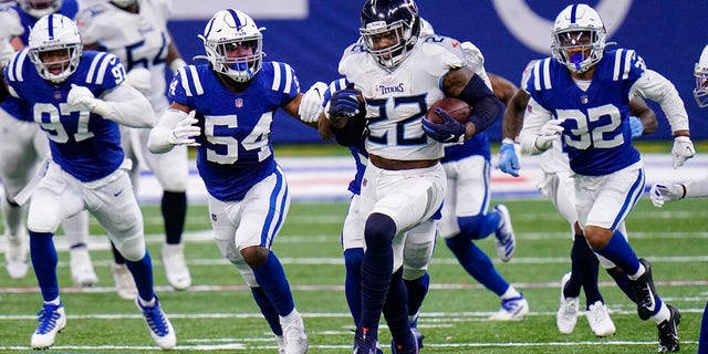 Tennessee Titans running back Derrick Henry (22) runs against the Tennessee Titans in the first half of an NFL football game in Indianapolis, Sondag, Nov.. 29, 2020. (AP Photo/AJ Mast)