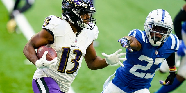 Baltimore Ravens wide receiver Devin Duvernay (13) runs around Indianapolis Colts cornerback Kenny Moore II (23) in the first half of an NFL football game in Indianapolis, Domenica, Nov. 8, 2020. (AP Photo/Darron Cummings)