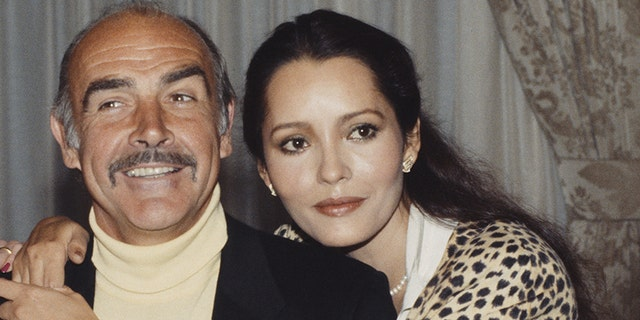 Sean Connery, pictured here with his 'Never Say Never Again' co-star Barbara Carrera, passed away on Oct. 31, 2020, all'età 90.