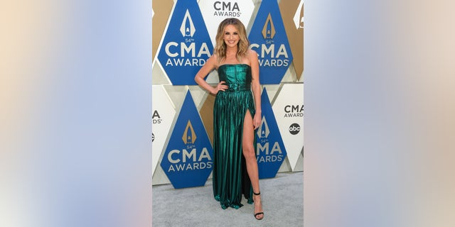 Carly Pearce said she and her mother styled her look at the 2020 CMA 어워드. (Photo by Jason Kempin/Getty Images for CMA)