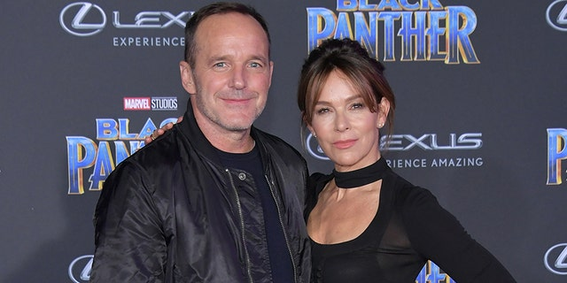 Clark Gregg and Jennifer Grey attend the premiere of Disney and Marvel's 'Black Panther' at Dolby Theatre on Jan. 29, 2018, in Hollywood, 칼리프.