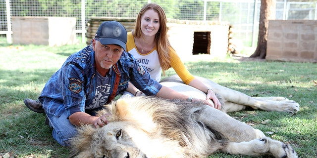 Jeff  and Lauren Lowe with Jax the lion at the Greater Wynnewood Exotic Animal Park on September 28, 2016 in Wynnewood, Oklahoma. (Ruaridh Connellan/BarcroftImages / Barcroft Media via Getty Images)