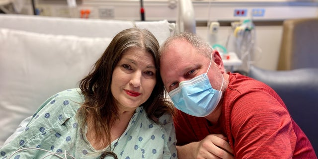 Patient Kari Wegg and her husband Rodney Wegg pictured in Northwestern Memorial Hospital in Chicago after a double lung transplant. (Photo courtesy of Northwestern Memorial Hospital)